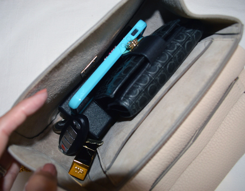 chloe drew small handbag interior capacity