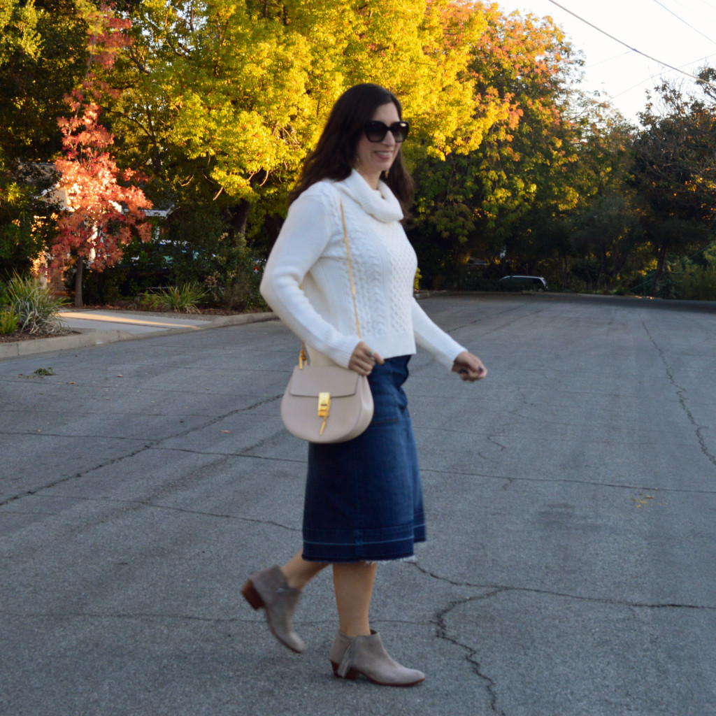 denim skirt outfit for fall