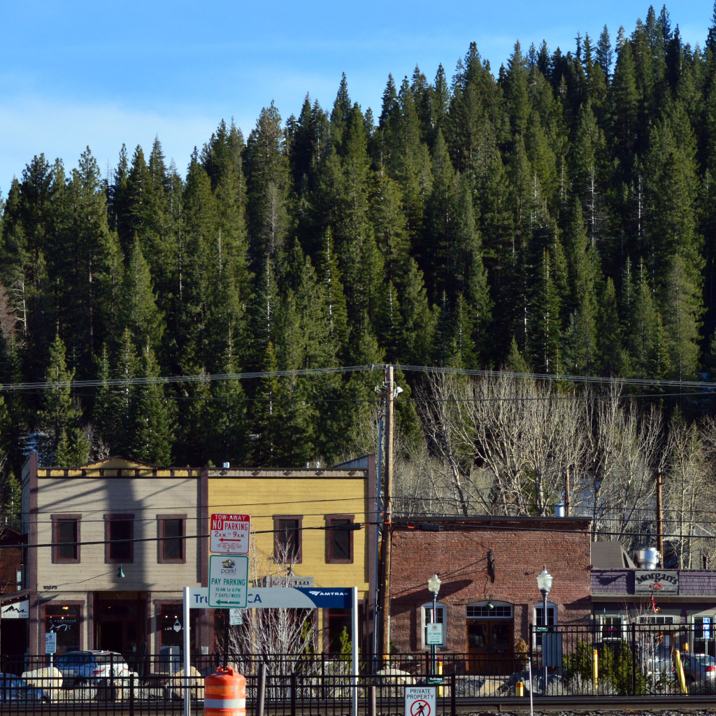 where to eat dinner in historic downtown truckee