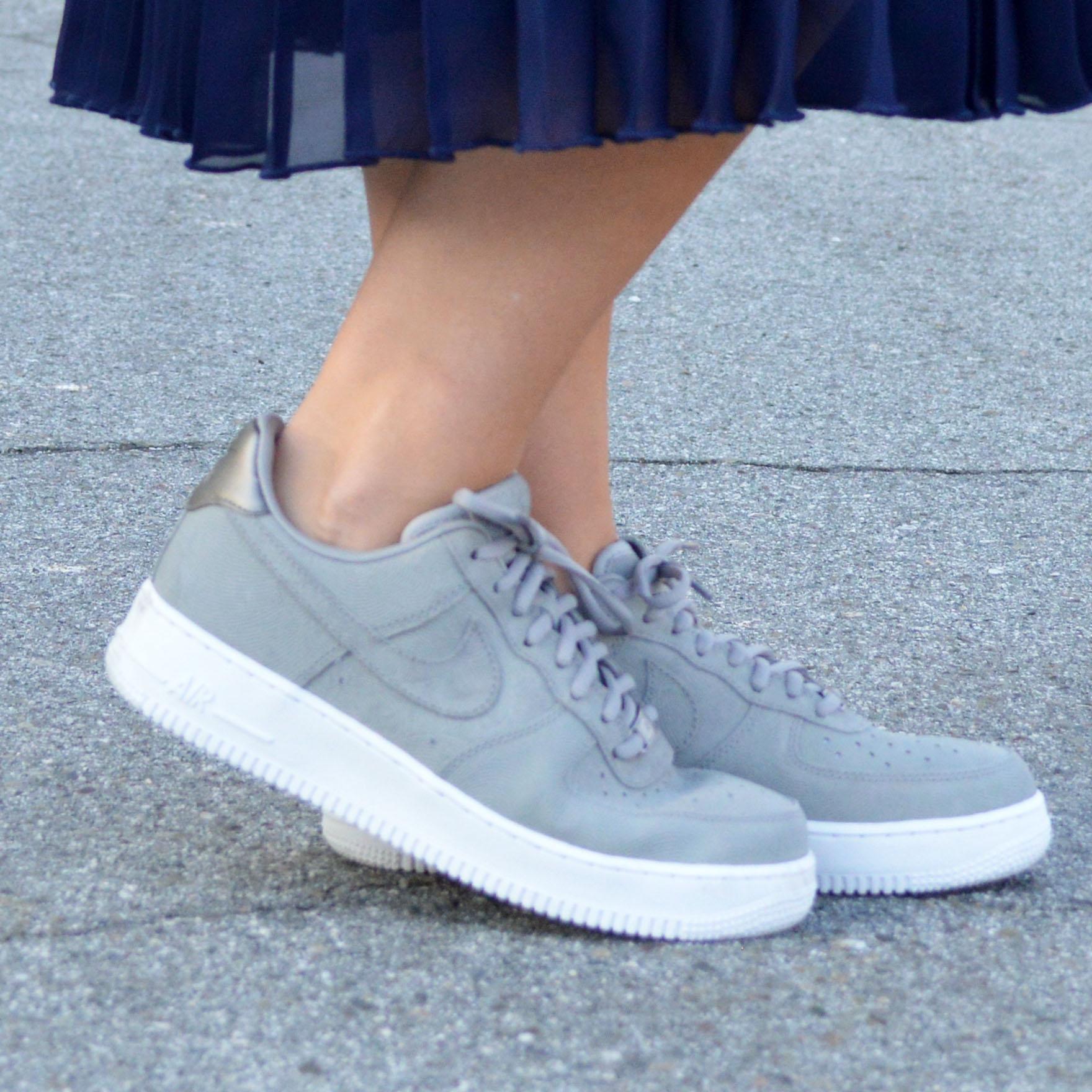 nike street sneakers