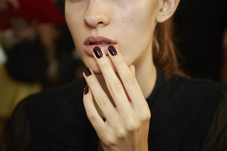 monique-lhuillier-spring-2017-nyfw-runway-nails-by-essie-how-to