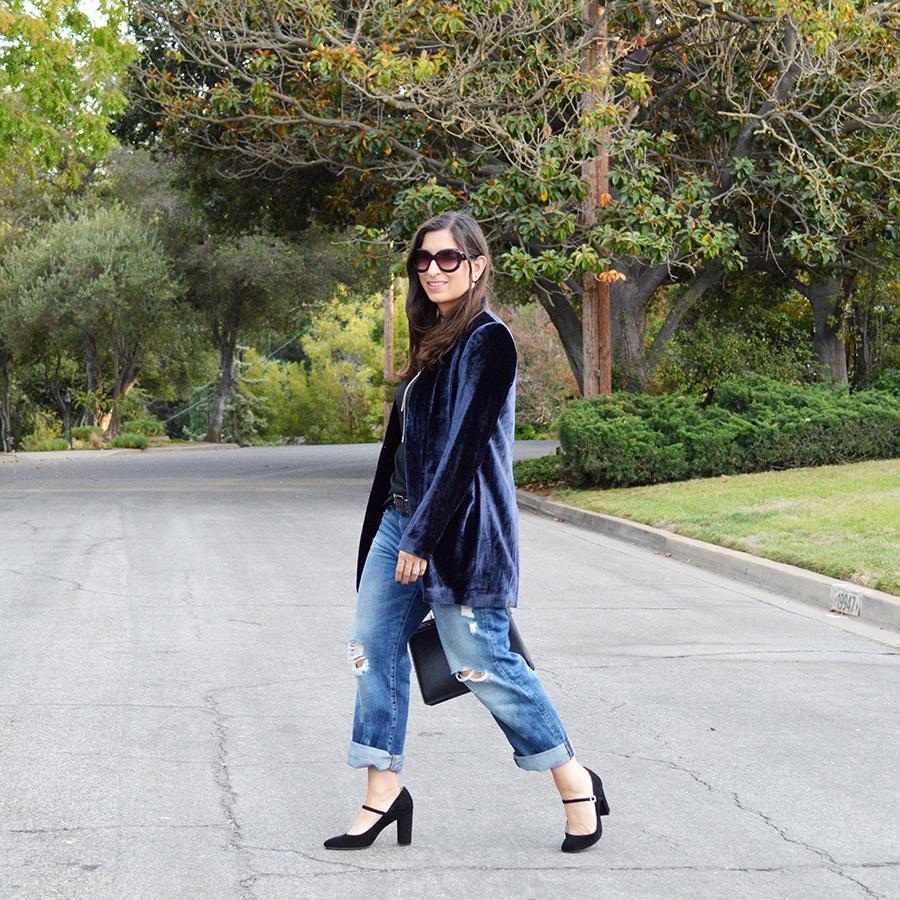 casual velvet blazer outfit idea